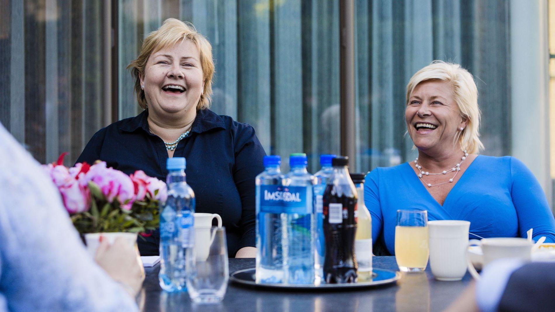 KUTTEGLIS: Partilederne i posisjonspartiene spiser middag sammen i statsministerboligen. Erna Solberg (H) og Siv Jensen. FOTO: KRISTER SØRBØ/VG
