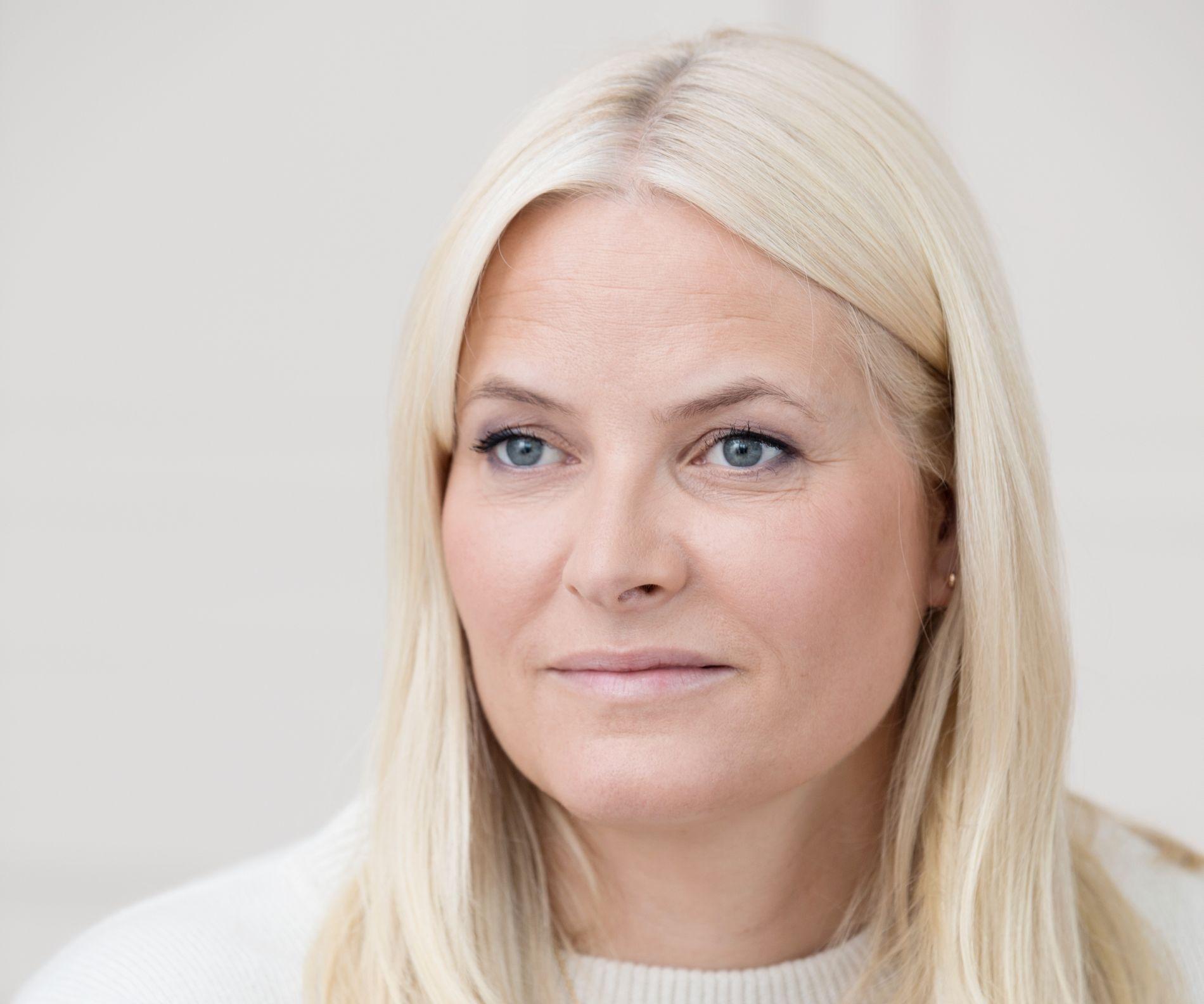PERSONLIG: Kronprinsesse Mette-Marit er sammen med Geir Gulliksen redaktør for boken «Hjemlandet og andre fortellinger» som kommer ut i dag.