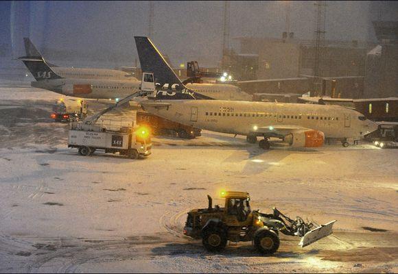 Flere flyplasser i Europa stengt på grunn av snøvær