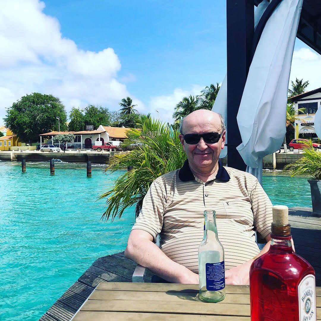 GLADE DAGER: Finn Otto Hansen har hatt god effekt av medisinen til bioteknologifirmaet fra Bergen. Her er han på cruise, vinteren 2017.