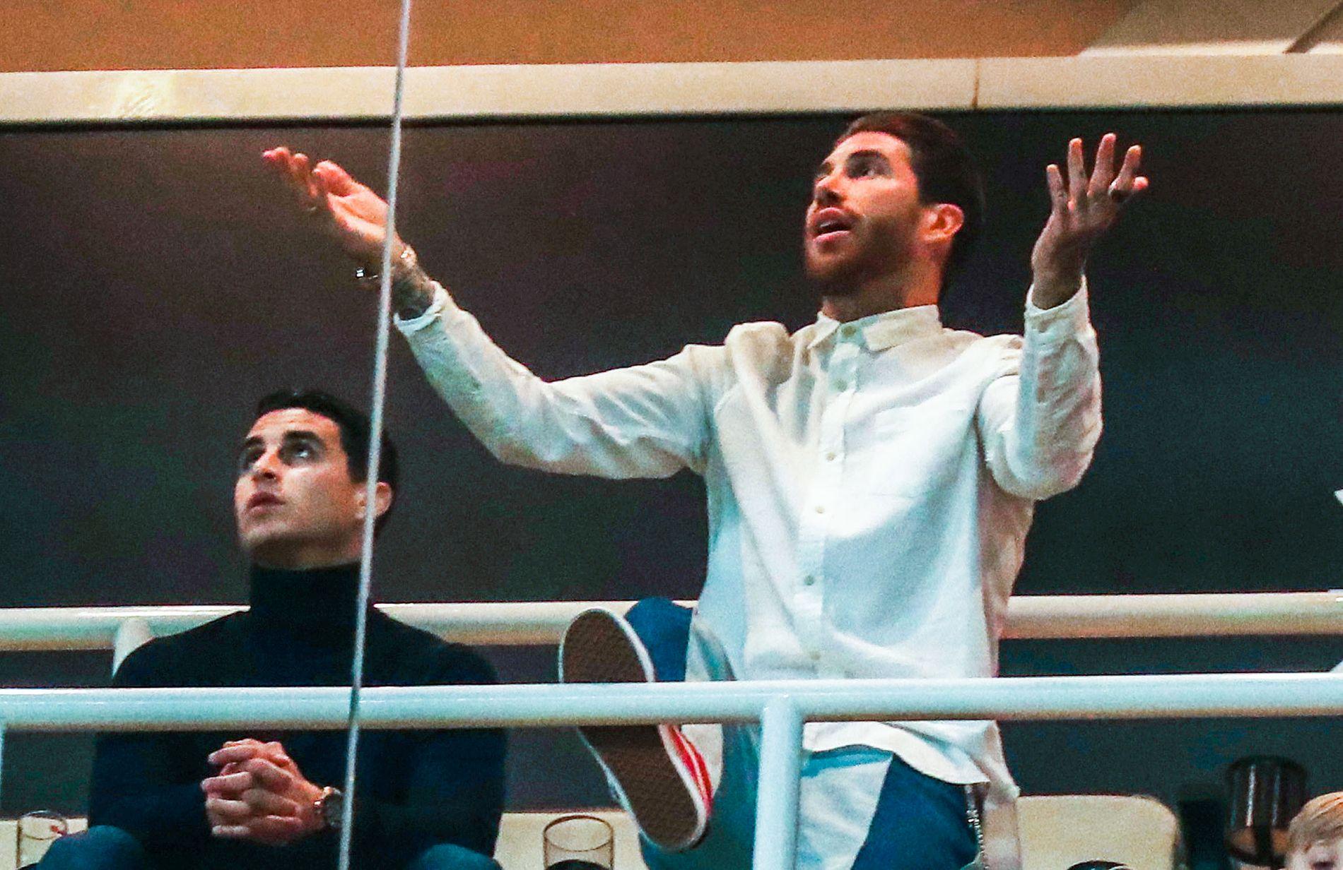 EL CAPITAN: Sergio Ramos satt på tribunen, han, fordi han tok et gult kort med vilje i bortekampen, da han trodde avansementet var i boks.