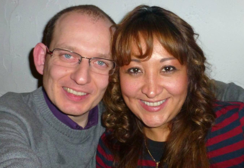 DREPT: Adelma Tapia Ruiz (t.h.) døde i terrorangrepet på flyplassen i Brussel. Her sammen med ektemannen Christopher Delcambe som ble skadet.