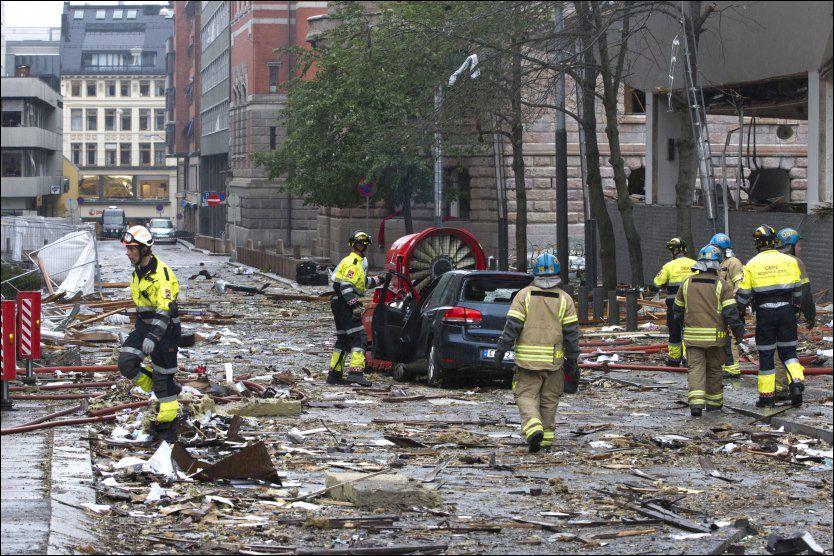 TERRORAKSJON: Regjeringskvartalet etter at bomben ble sprengt fredag ettermiddag 22. juli. Foto: Scanpix