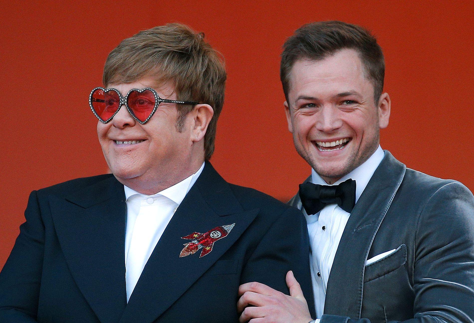GODE VENNER: Elton John og Taron Egerton på den røde løperen i Cannes, der filmen hadde verdenspremiere.