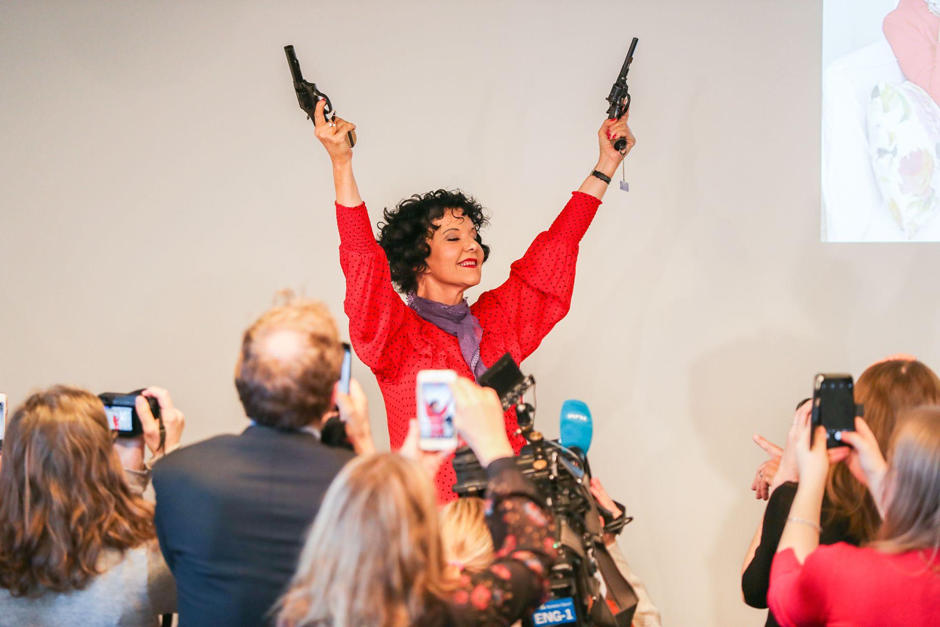 RIVERTON X 2: Unni Lindell er en av få forfattere som har vunnet Rivertonprisen to ganger. I år vant hun for «Dronen» som kom i fjor høst. Her på prisutdelingen på Litteraturhuset i Oslo torsdag formiddag.