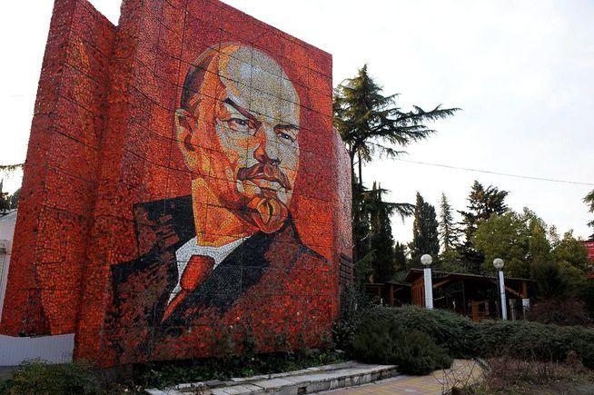 FEIRES? Det er snart 100 år siden Lenin og hans kommunist-kamerater tok makten i Russland. Bilde fra Sotsji det sørvestre Russland.