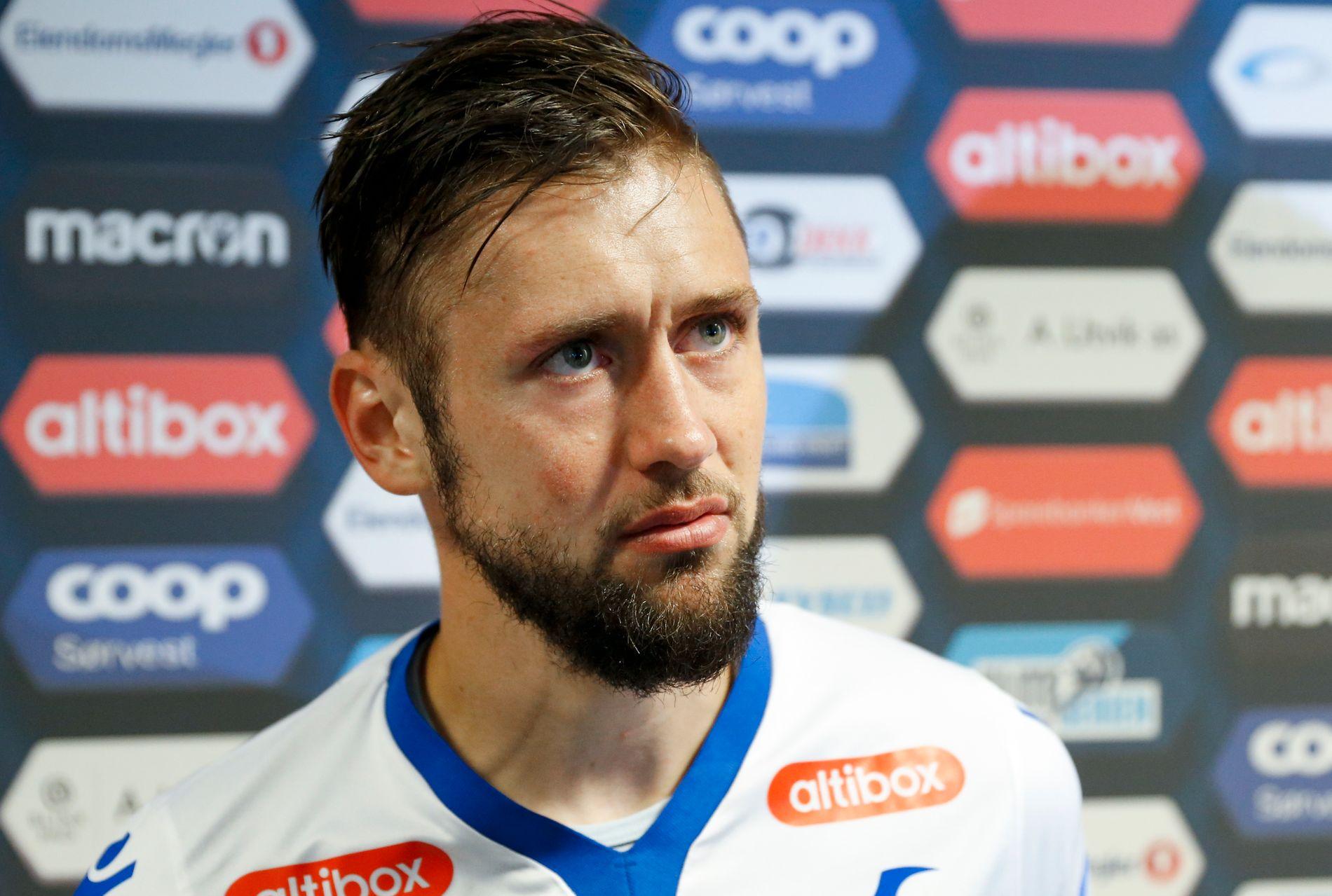 STÅR SAMLET: Alexander Stølås sier at spillerne står samlet etter at gamletreneren meldte overgang til Rosenborg. Her fra oppgjøret mellom FKH og Lillestrøm i sommer. Kampen endte 2–2.