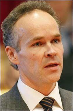FANTASILØST: Jan Tore Sanner (H) mener regjeringens forslag til revidert nasjonalbudsjett er fantasiløst. Foto: SCANPIX