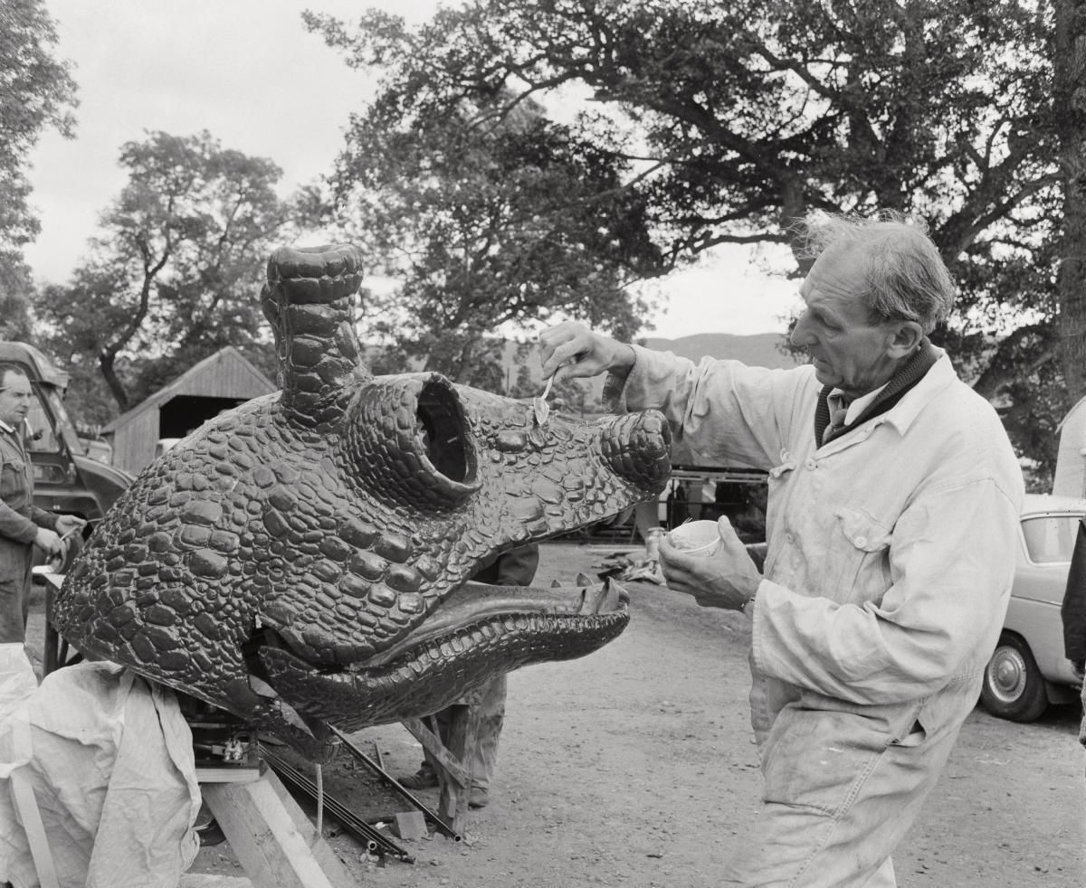 NATURTRO?: Modellen av Loch Ness-monsteret sank kort tid etter sin første seilas på den skotske innsjøen.