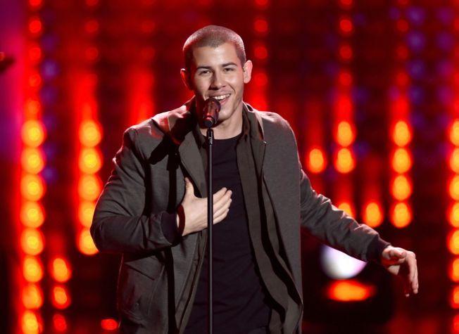 ARTIST: Nick Jonas opptrer under American Music Awards i november i fjor.