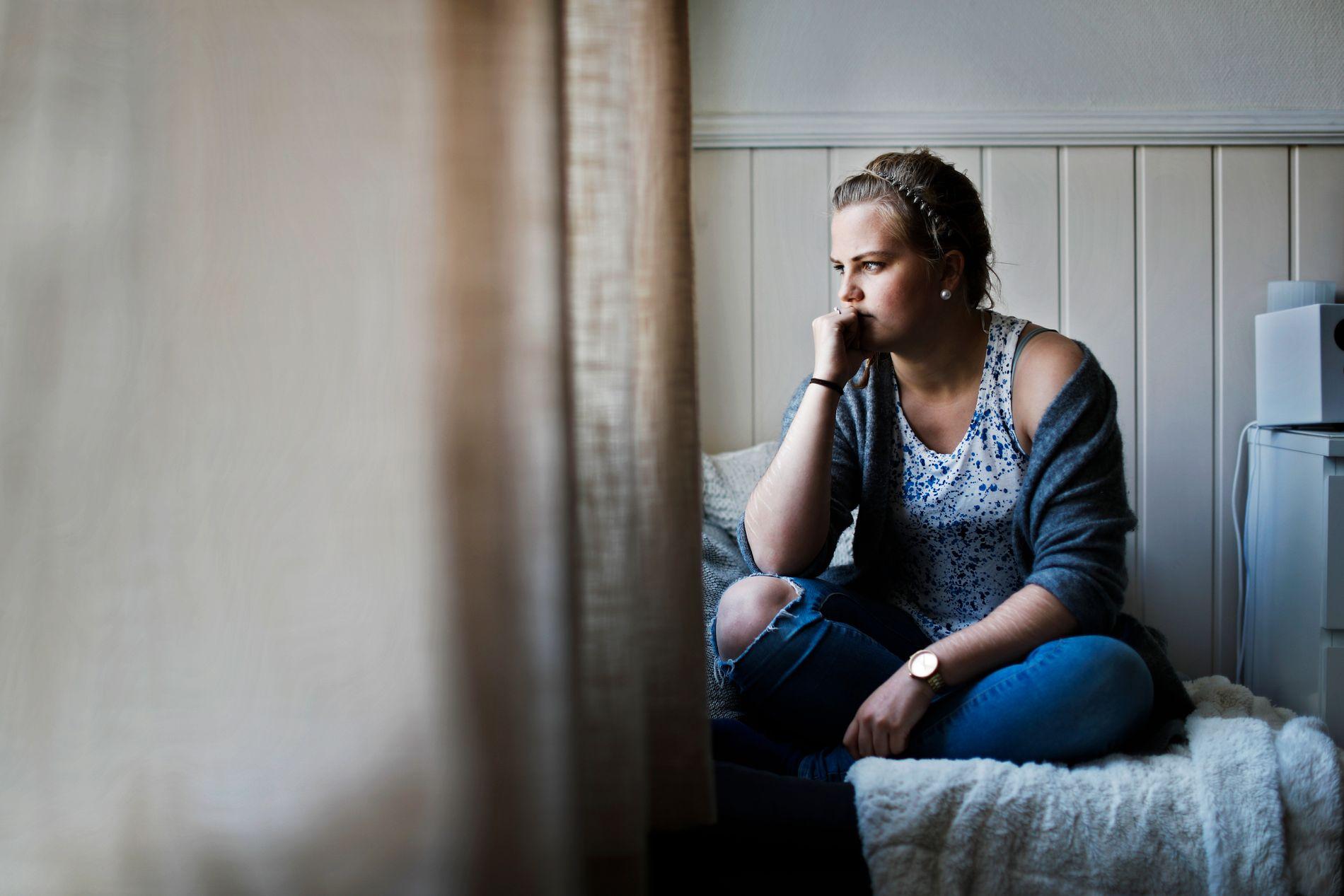 MODIG: Tonje (21) var innlagt på barne- og ungdomspsykiatrisk i fire år. I dag er hun student og samboer - og takknemlig for den omsorgen som ble vist henne.