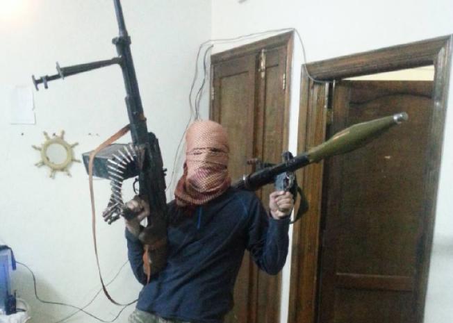 I SYRIA: Dette er et av bildene PST mener beviser at 24-åringen ikke drev nødhjelpsarbeid, men var fremmedkriger.
