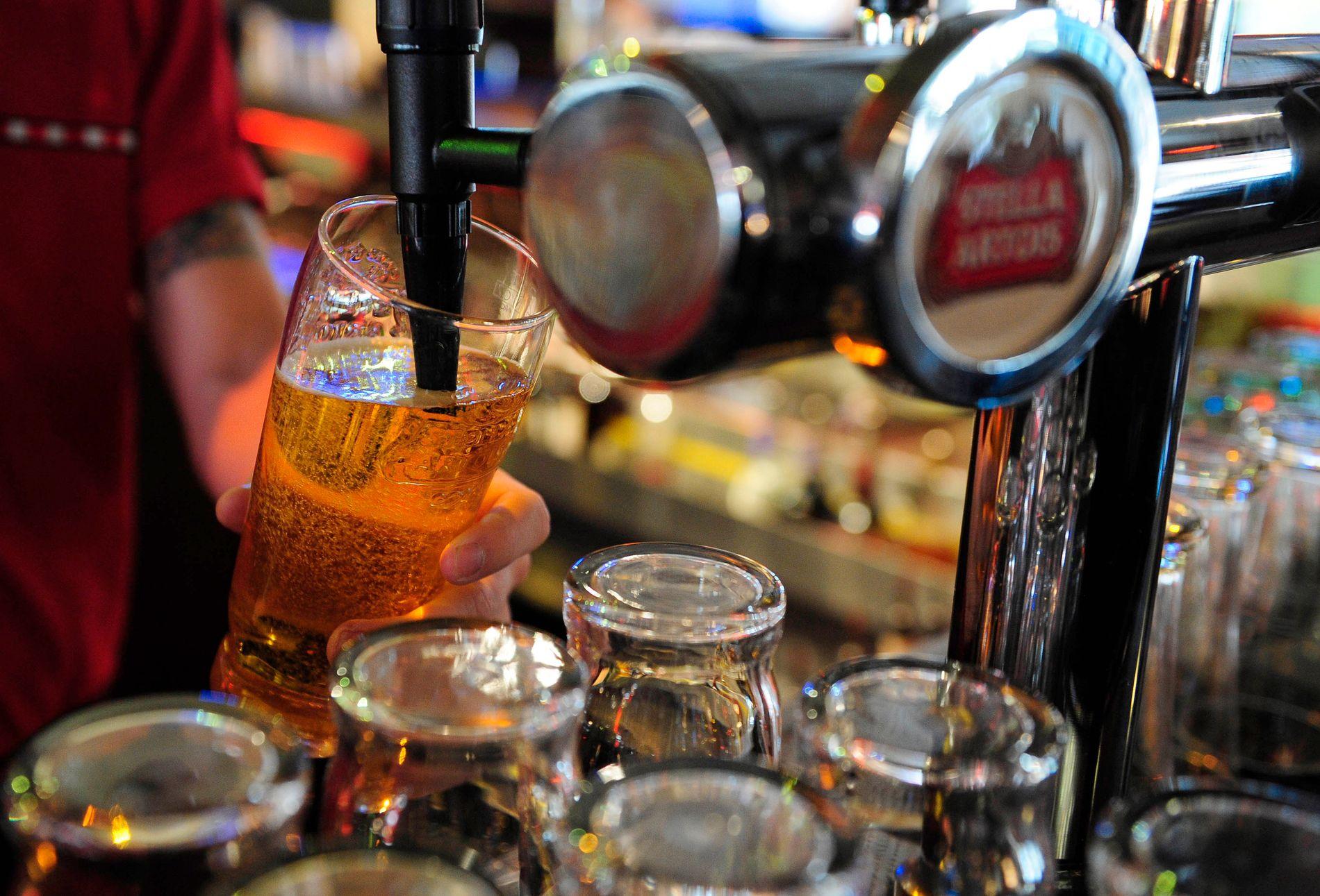 ØL: Storbritannia feirer kongelig bryllup med mer ølservering.