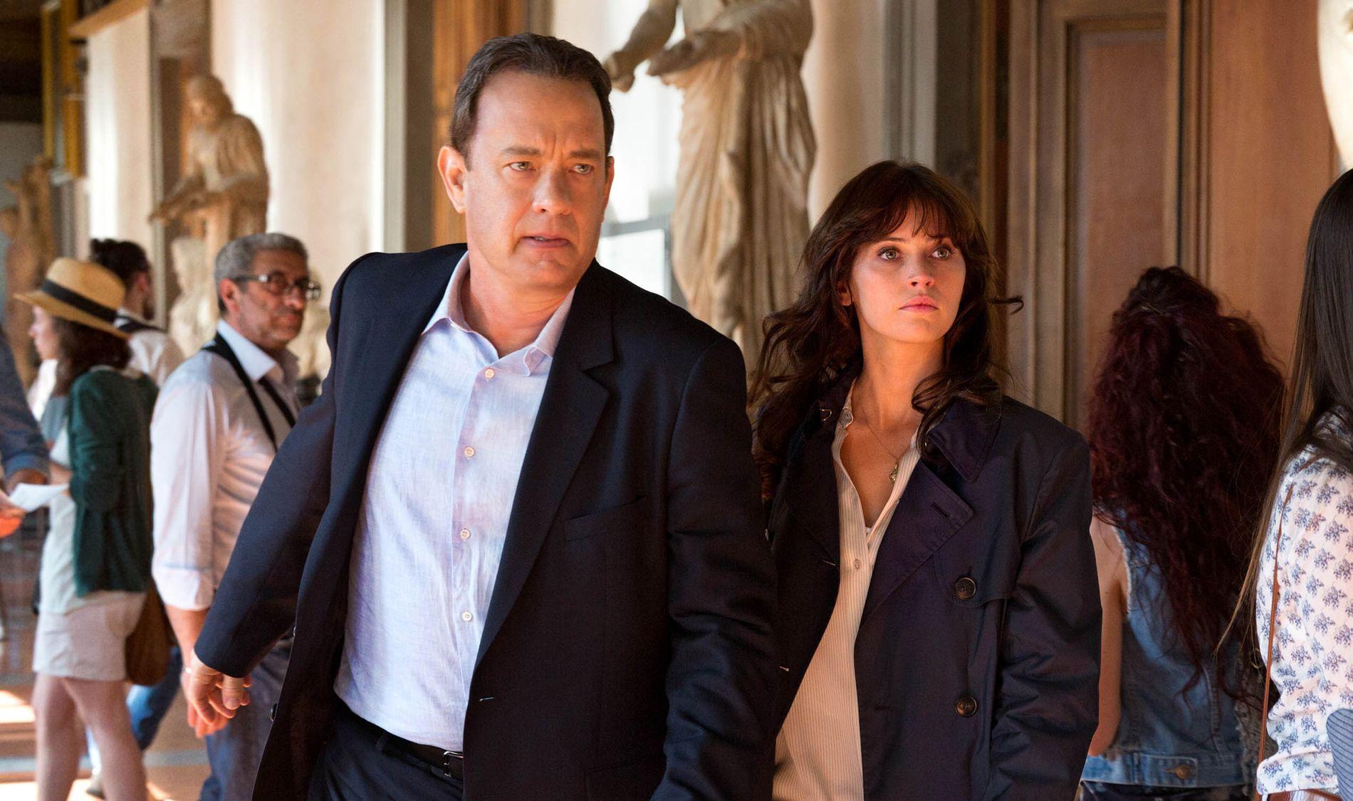 REDNINGSMANNSKAP: Tom Hanks og Felicity Jones er duoen som er påtenkt å redde cirka halve menneskeheten i sløve «Inferno».