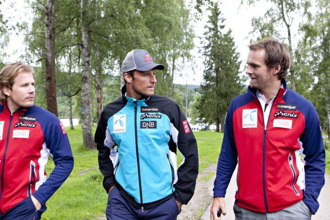GIR SEG: Håvard Tjørhom (til høyre) slutter i jobben som landslagtrener i alpint. Her sammen med Kjetil Jansrud og Aksel Lund Svindal.