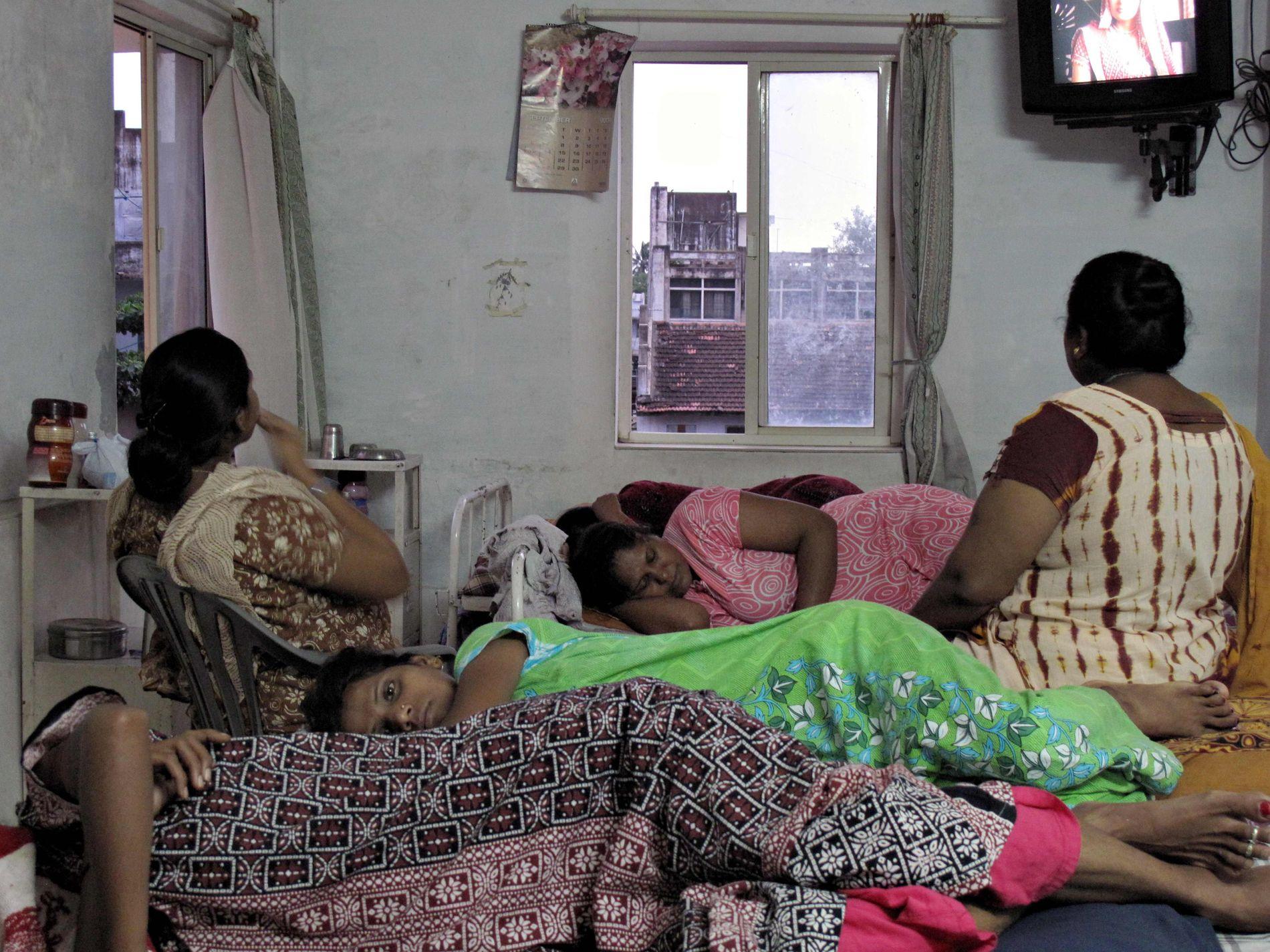 FØDER FOR ANDRE: Indiske surrogatmødre bor gjerne på mødrehjem mens de venter på å føde vestlige barn mot betaling. Bildet er tatt i Anand i India i 2009.