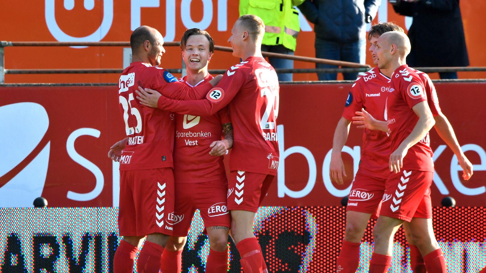 HJEMMESTERKE: Brann jubel etter andre 2-0-seieren over Sogndal tildigere i år. Til venstre gratuleres målscorer Fredrik Haugen av Daniel Braaten og Kristoffer Barmen.