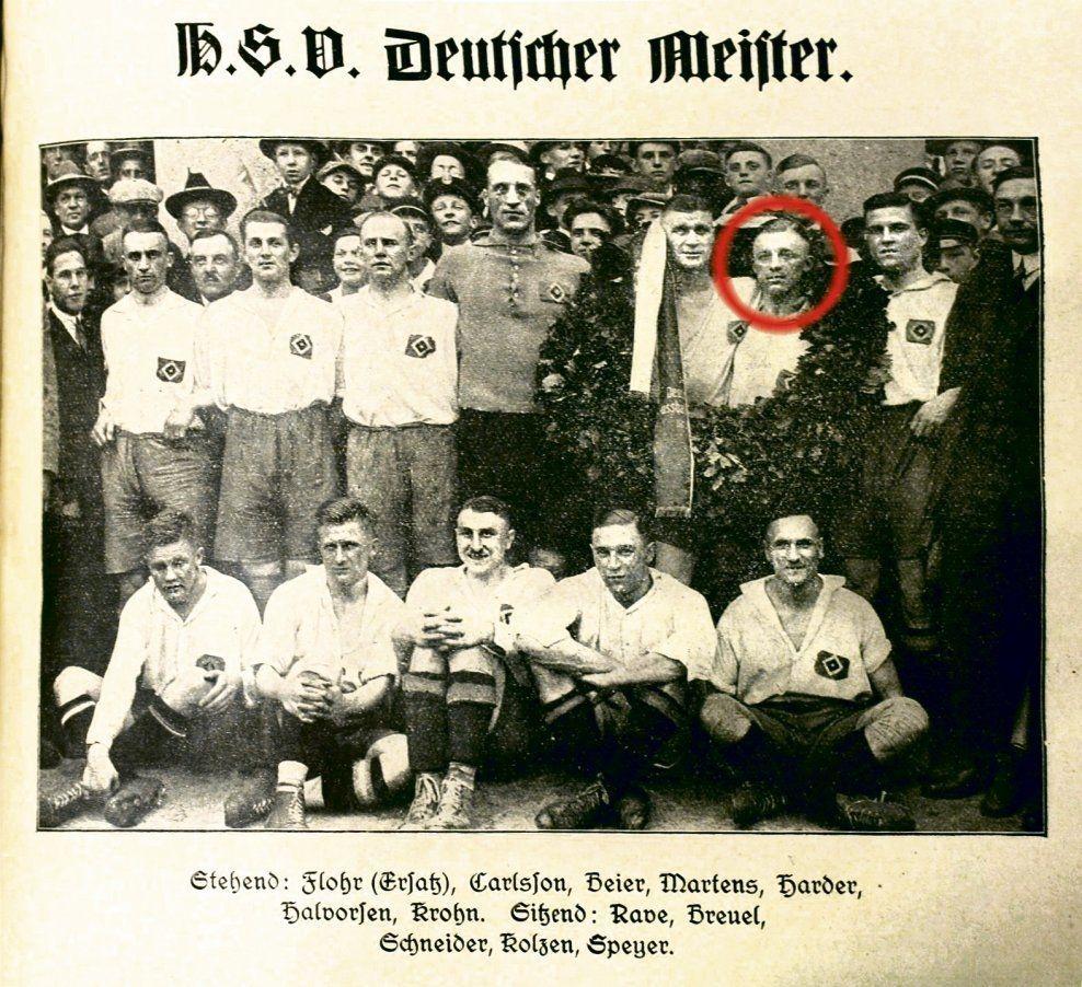 TYSK MESTER: Asbjørn Halvorsen (innringet) sammen med storscorer Otto Harder ble tysk mester med HSV for andre gang i 1928. - «Bronselaget» til Asbjørn Halvorsen løftet hele Norges selvbilde i årtier, skriver kronikkforfatterne.Foto: Hamburger SV