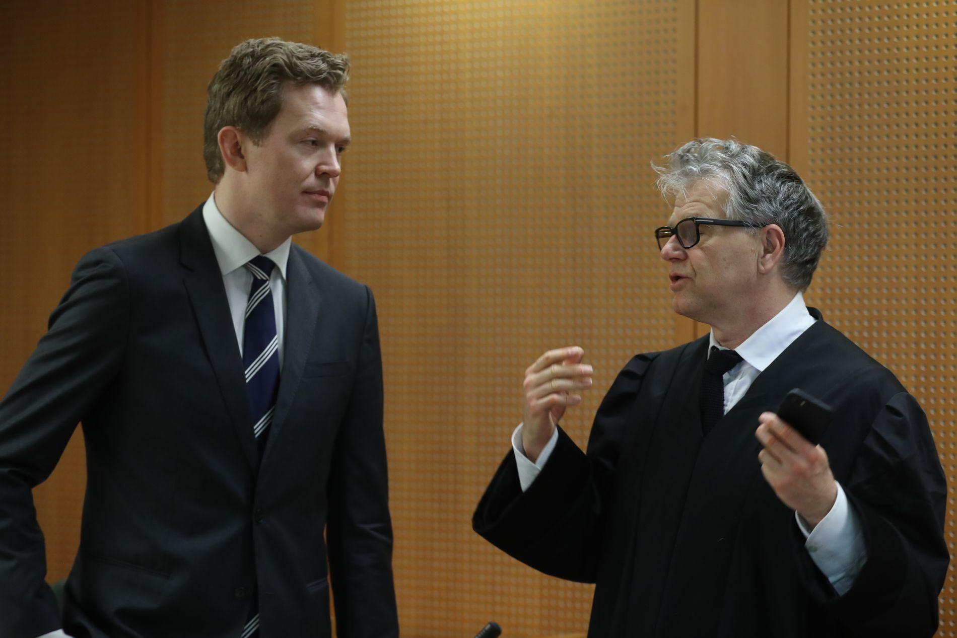 I RETTEN: Aktor Jens Johannes Andenæs (t.v.) og forsvarer til den tiltalte 42-åringen, Øystein Storrvik (t.h) er her avbildet i Oslo tingrett i forbindelse med behandlingen av drapssaken i februar.