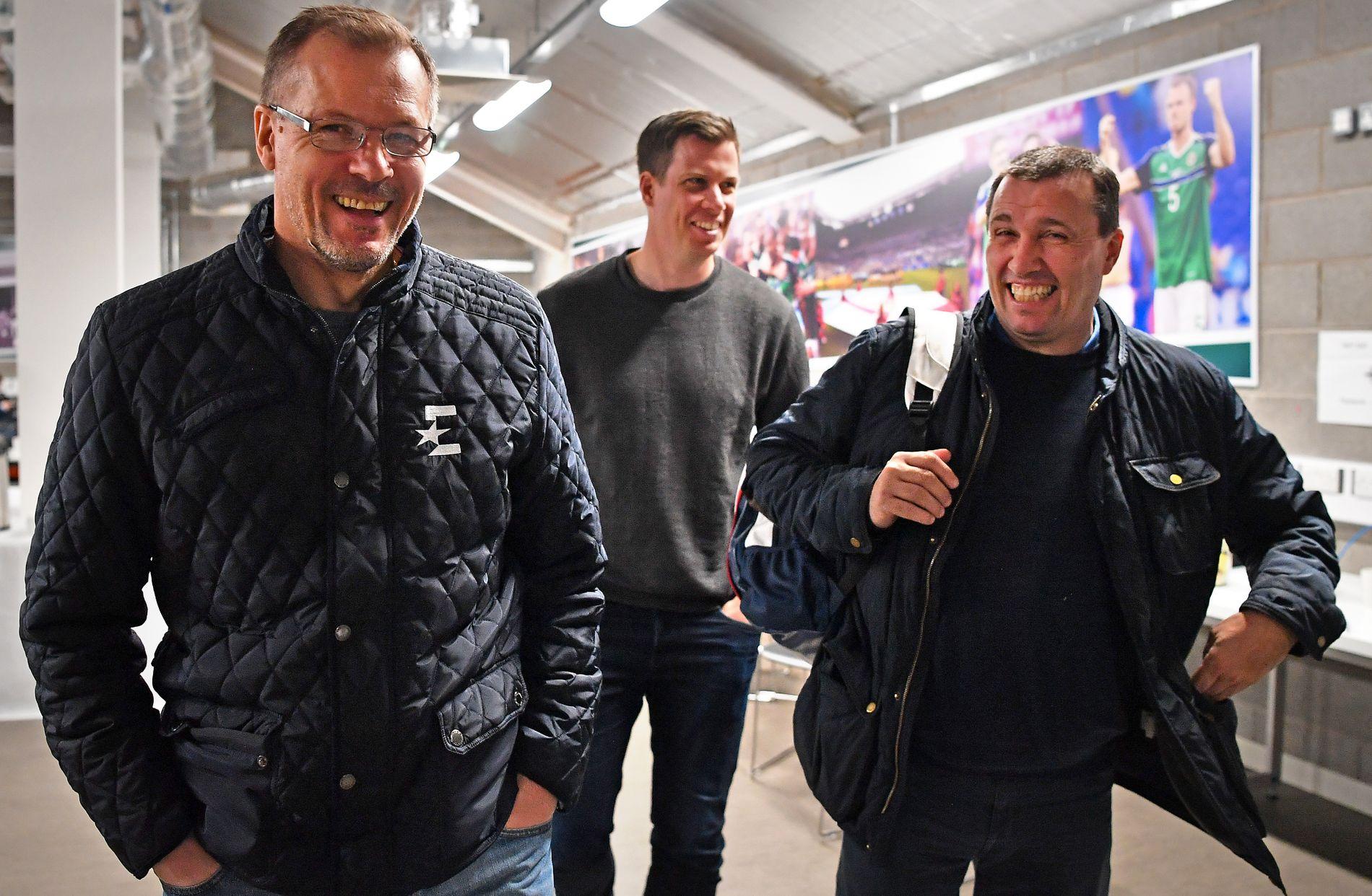 DEN NYE REKDAL: Kjetil Rekdal i front for ekspert-korpset på Windsor Park I Belfast. Den gamle VM-helten er i ny rolle som Eurosports fagperson. Han tror VM-deltagelse fortsatt er mulig mens både  Jesper Mathisen (TV 2) og Tom Nordlie (NRK) er mer i tvil.