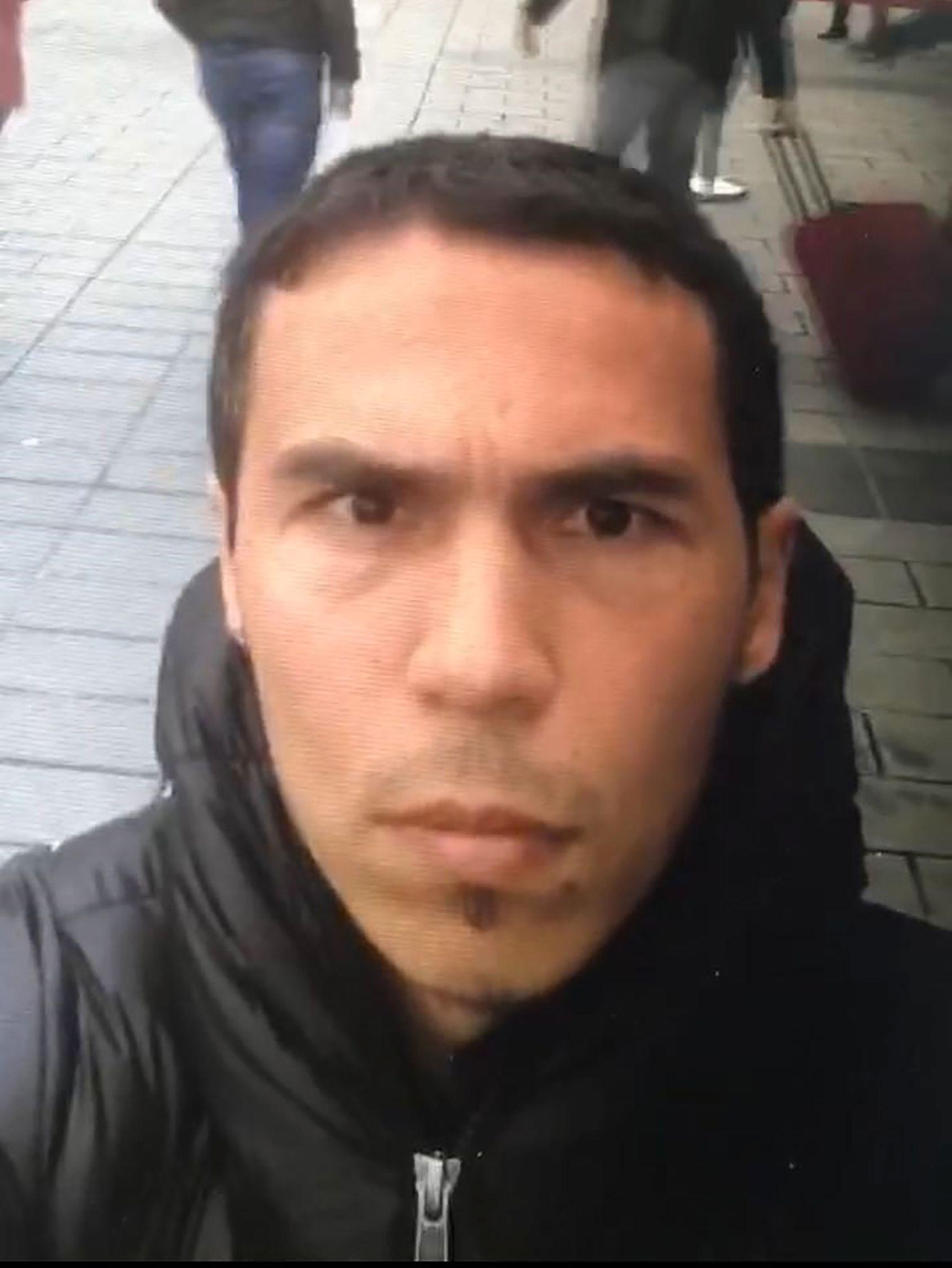 MISTENKT: Nytt bilde av den mistenkte gjerningsmannen lagt ut av Tyrkisk politi mandag.