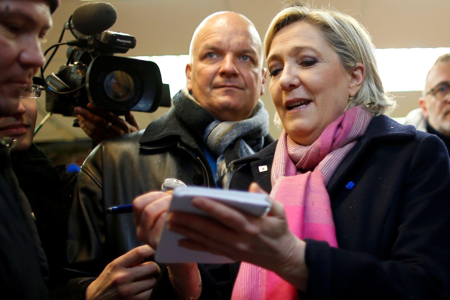 ANKLAGET: Marine Le Pen er også anklaget for å misbrukt midler. Hun skal ha brukt penger knyttet til hennes stilling i EU-parlamentet for å lønne medarbeidere i Nasjonal Front.