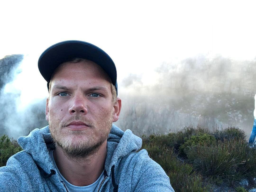 SOLGT: Tim Bergling, kjent som DJ-en, produsenten og artisten Avicii, her på et bilde han delte fra et fjell i Sør-Afrika i januar.