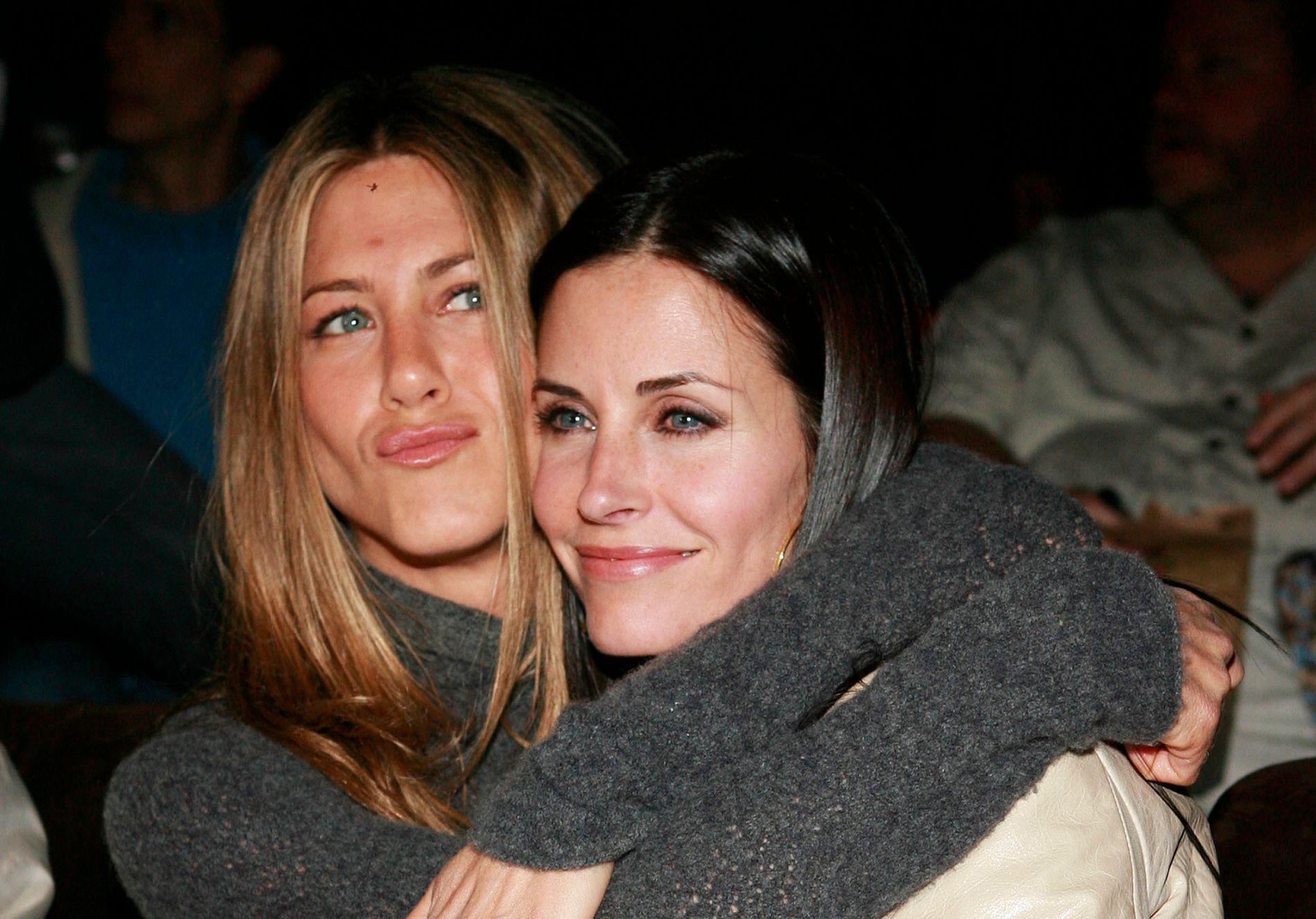 GODE VENNER: Jennifer Aniston og Courteney Cox spilte sammen i suksess-serien «Friends» på 1990- og tidlig på 2000-tallet. De er også venner på privaten.