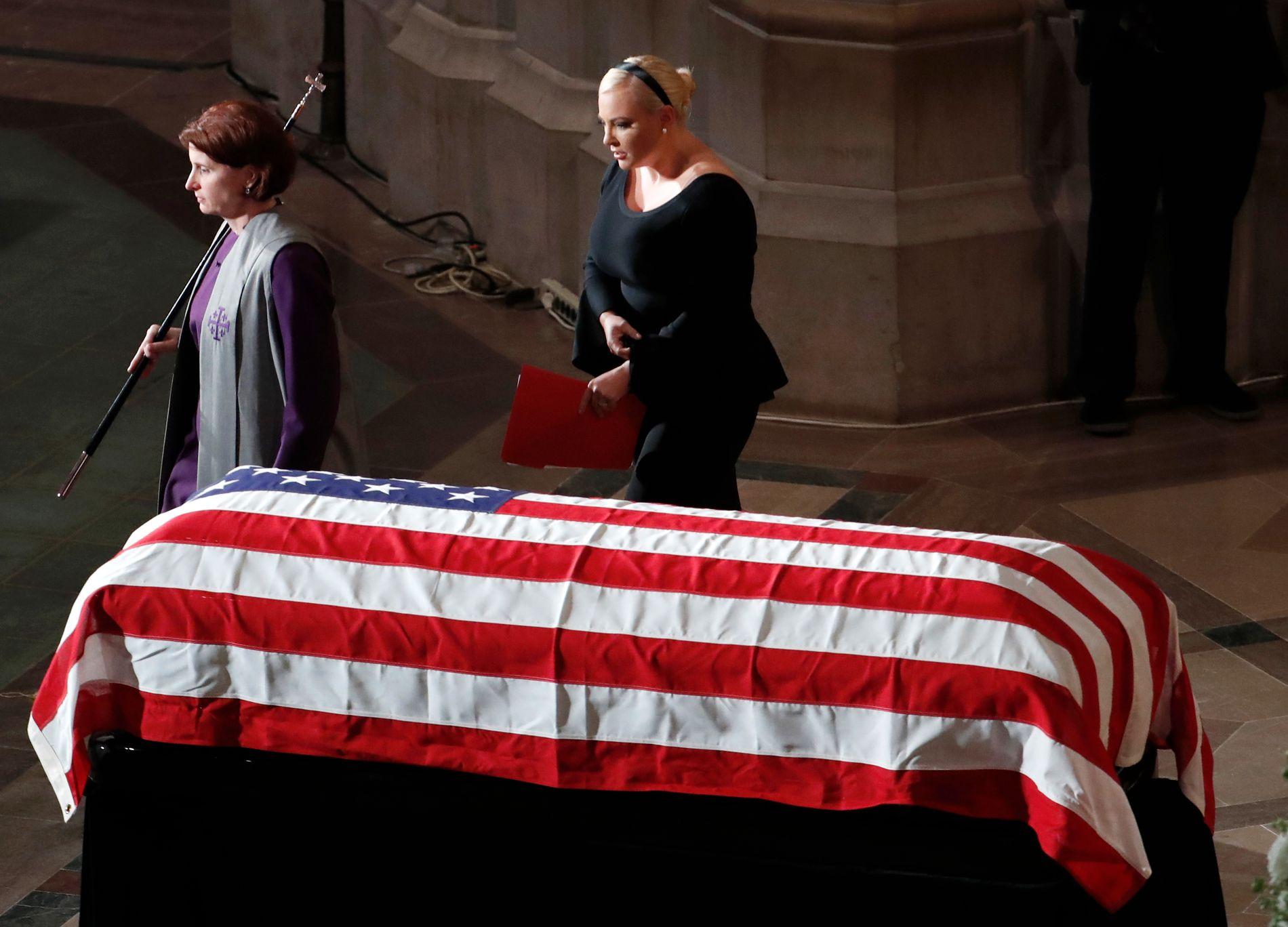 EKTE: Du var ekte amerikansk storhet, sa datteren Meghan McCain ved farens båre.
