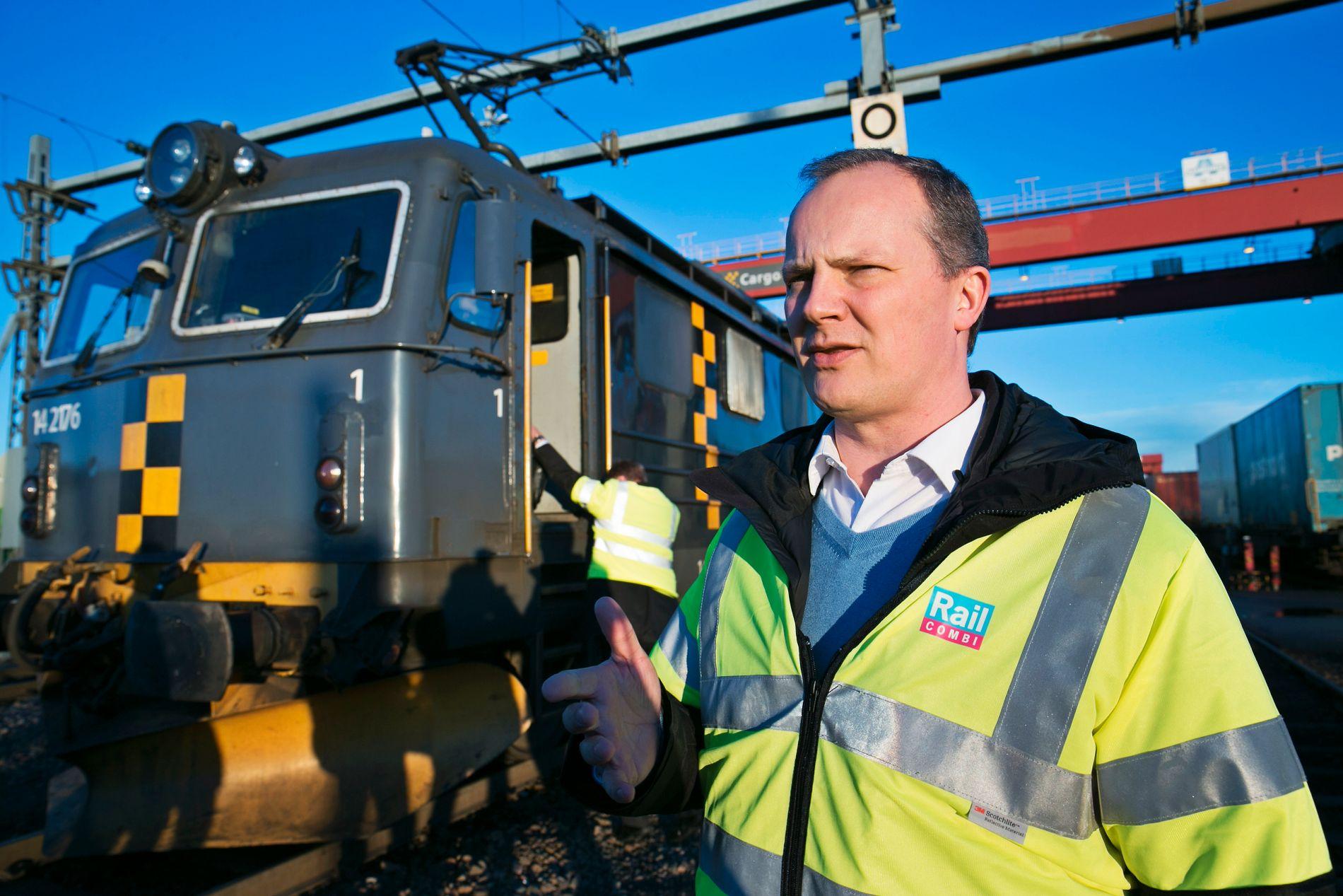KRITISK:  Samferdselsminister Ketil Solvik-Olsen ble ringt opp av vegdirektør Terje Moe Gustavsen etter VGs avsløringer. Bildet er tatt ved et besøk på Alnabru godsterminal i 2015.
