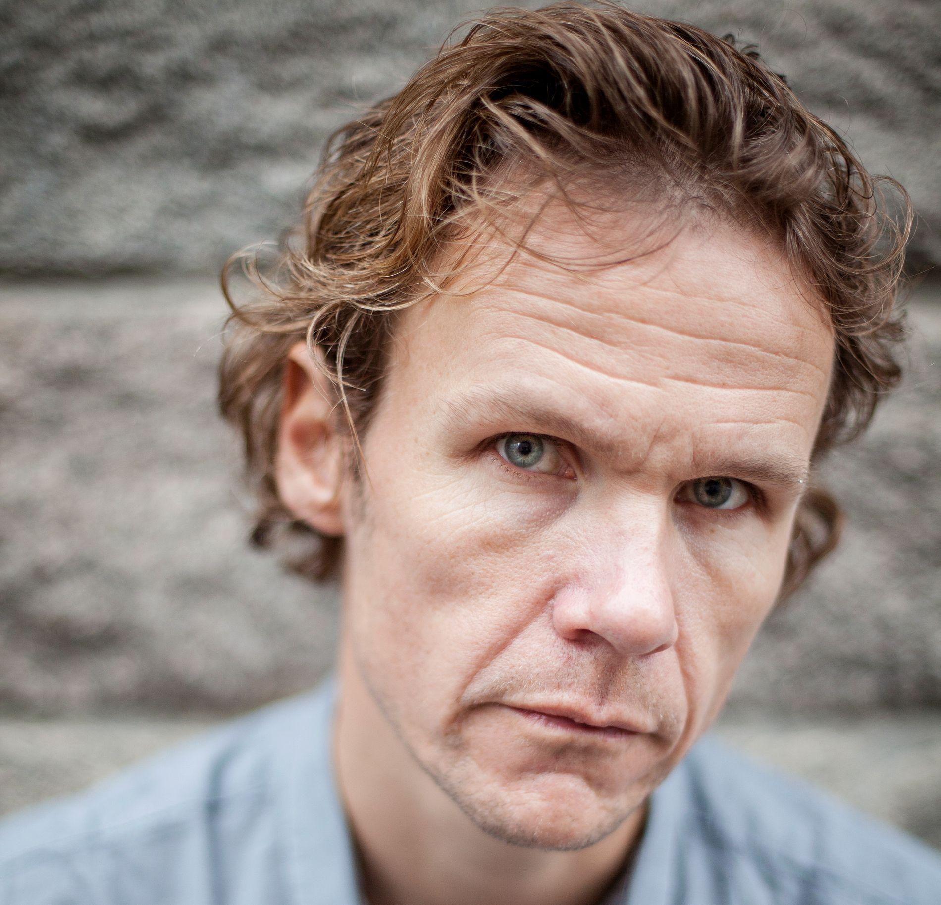 FREMTIDSDYSTOPI: Handlingen i Bjørn Vatnes nye roman er lagt til Ålesund noen tiår frem i tid - etter at verden har gått fullstendig av skaftet.