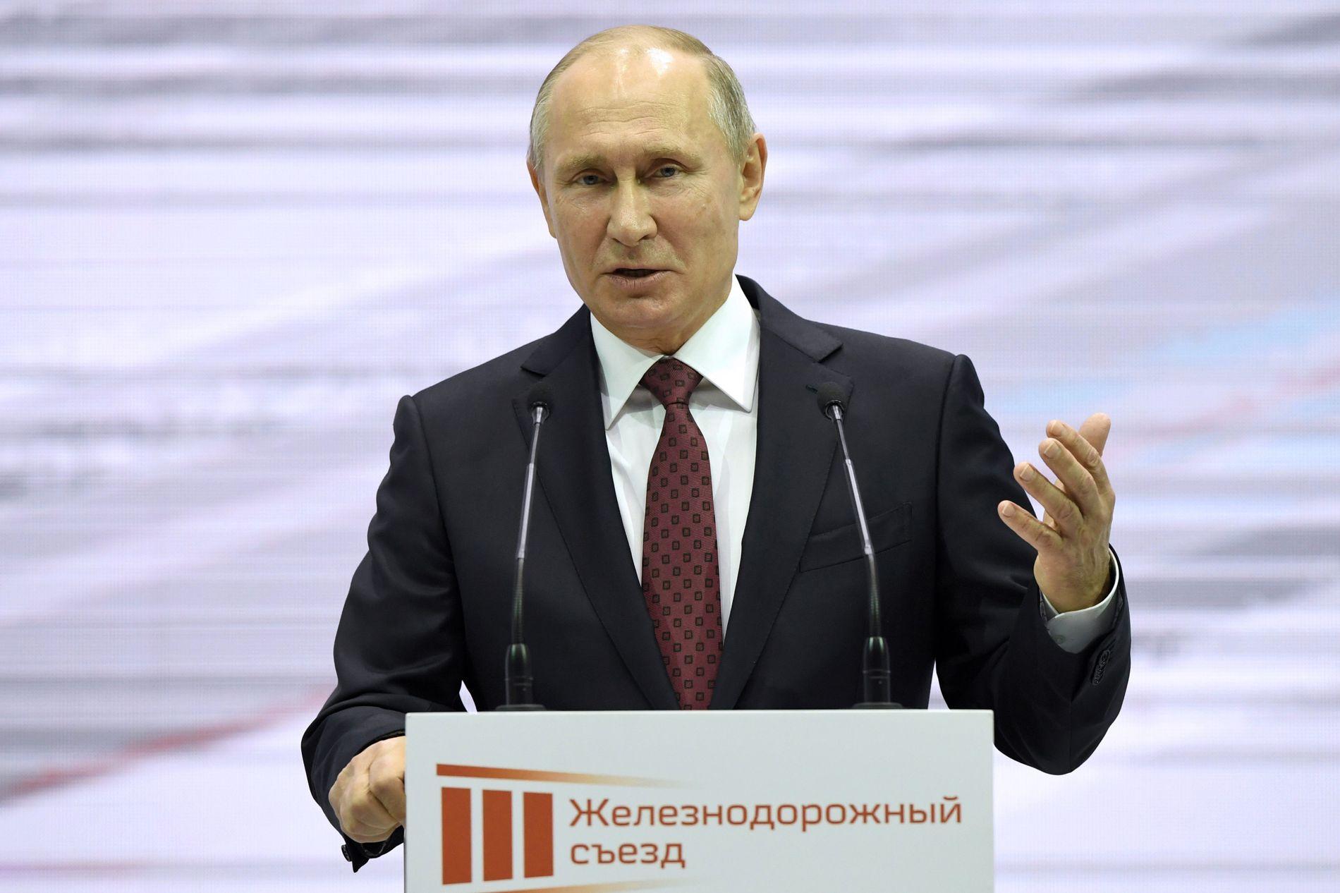 KLARSIGNAL: Russlands president Vladimir Putin vil ikke hindre russiske utøvere å konkurrere i OL under nøytralt flagg.