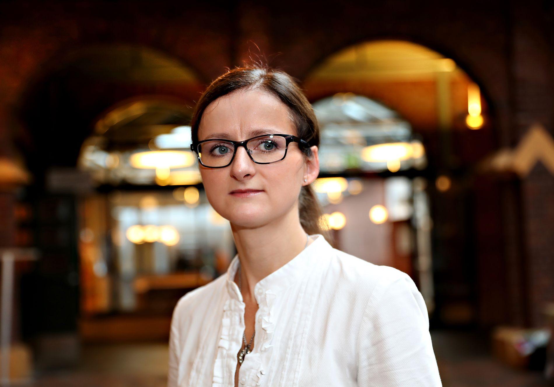 PROFESSOR: – Slike saker kan være egnet til å skape usikkerhet hos parter og allmennheten om dommere har bindinger til parter som de ikke vet om, sier professor Camilla Bernt ved Universitetet i Bergen.
