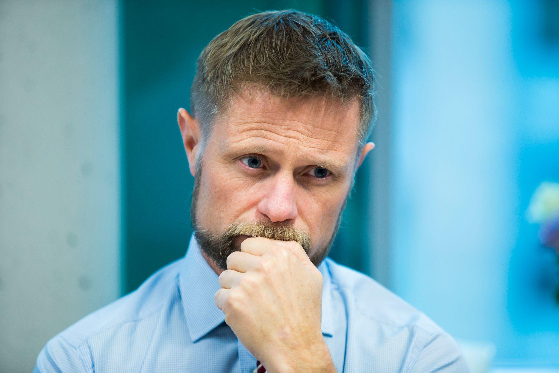 HELSEMINISTER VIL IKKE: Som opposisjonspolitiker ville Bent Høie legge ned de regionale helseforetakene. Som statsråd vil han ikke likevel.