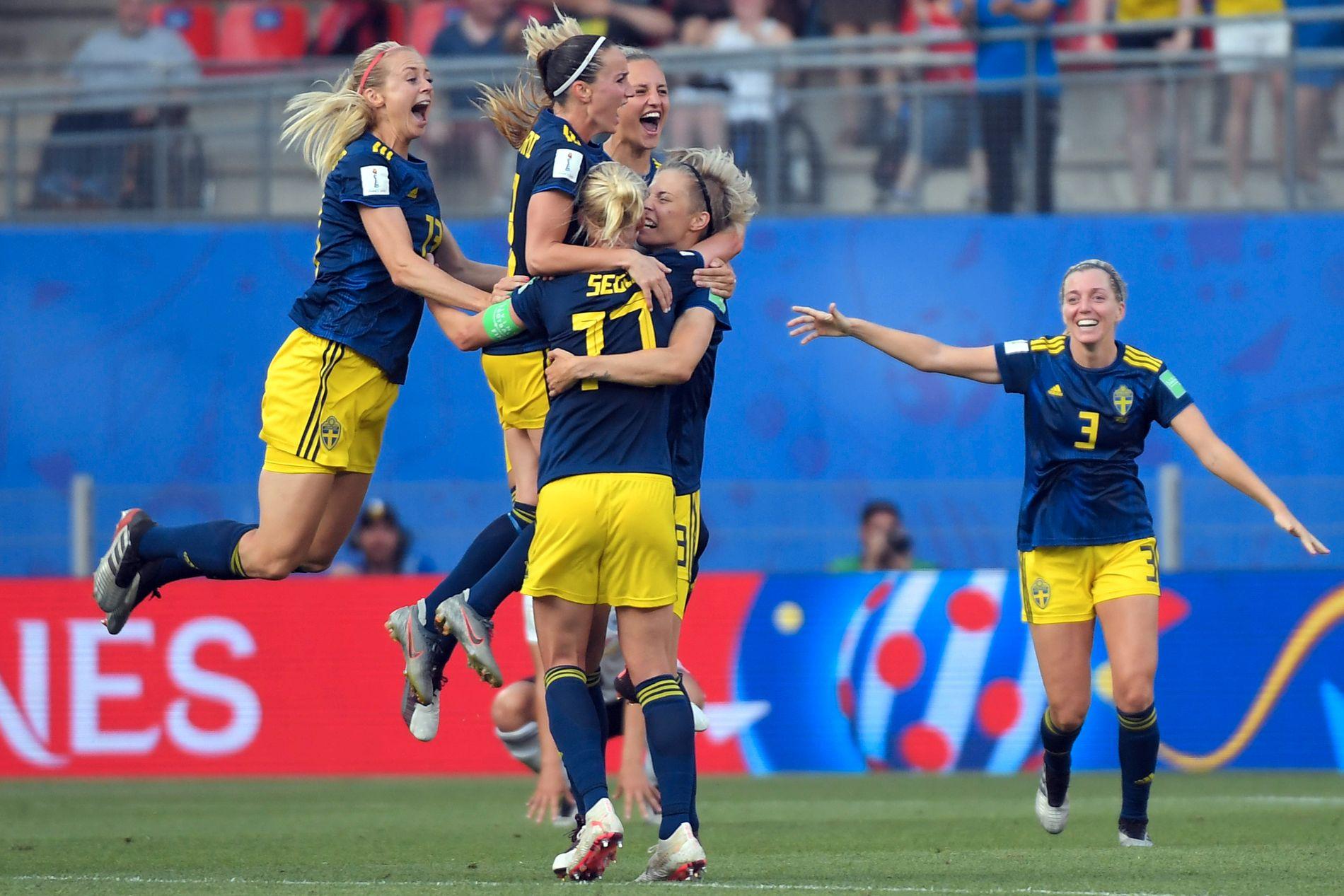 EKSTATISK: De svenske spillerne tar av etter lørdagens etterlengtede triumf mot Tyskland – attpåtil i en VM-kvartfinale.