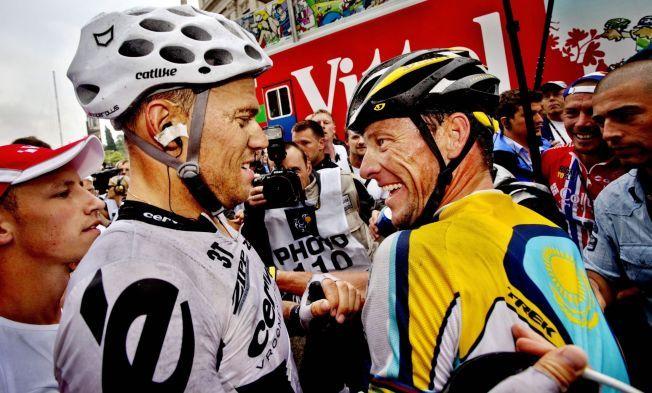GRATULERTE HUSHOVD: Etter Thor Hushovds seier på 6. etappe i Tour de France 2009, fikk han gratulasjoner av sin venn Lance Armstrong.