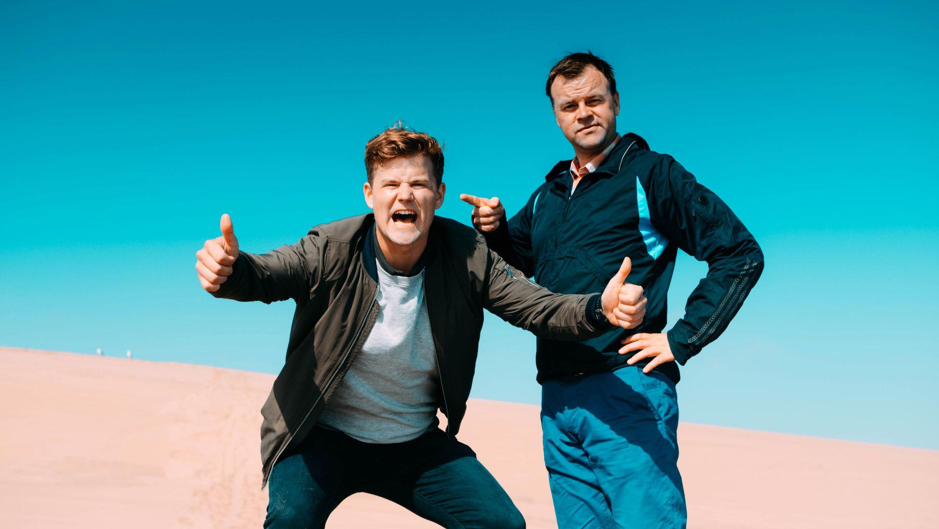 71448c51 ØRKENGLEDE: Nicolay Ramm og Ole Rolfsrud skal finne veien ut av  Namibørkenen. Foto: NRK
