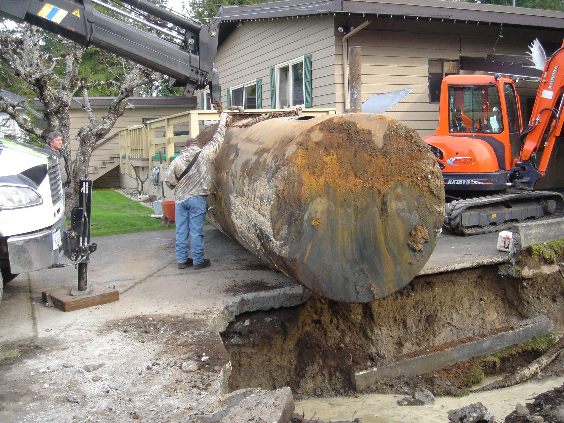 NEI TAKK: Svært mange kvier seg for å fjerne oljetanken, rett og slett fordi det må så omfattende gravearbeid til. Det kan du slippe med Nortank sin gravefrie løsning.
