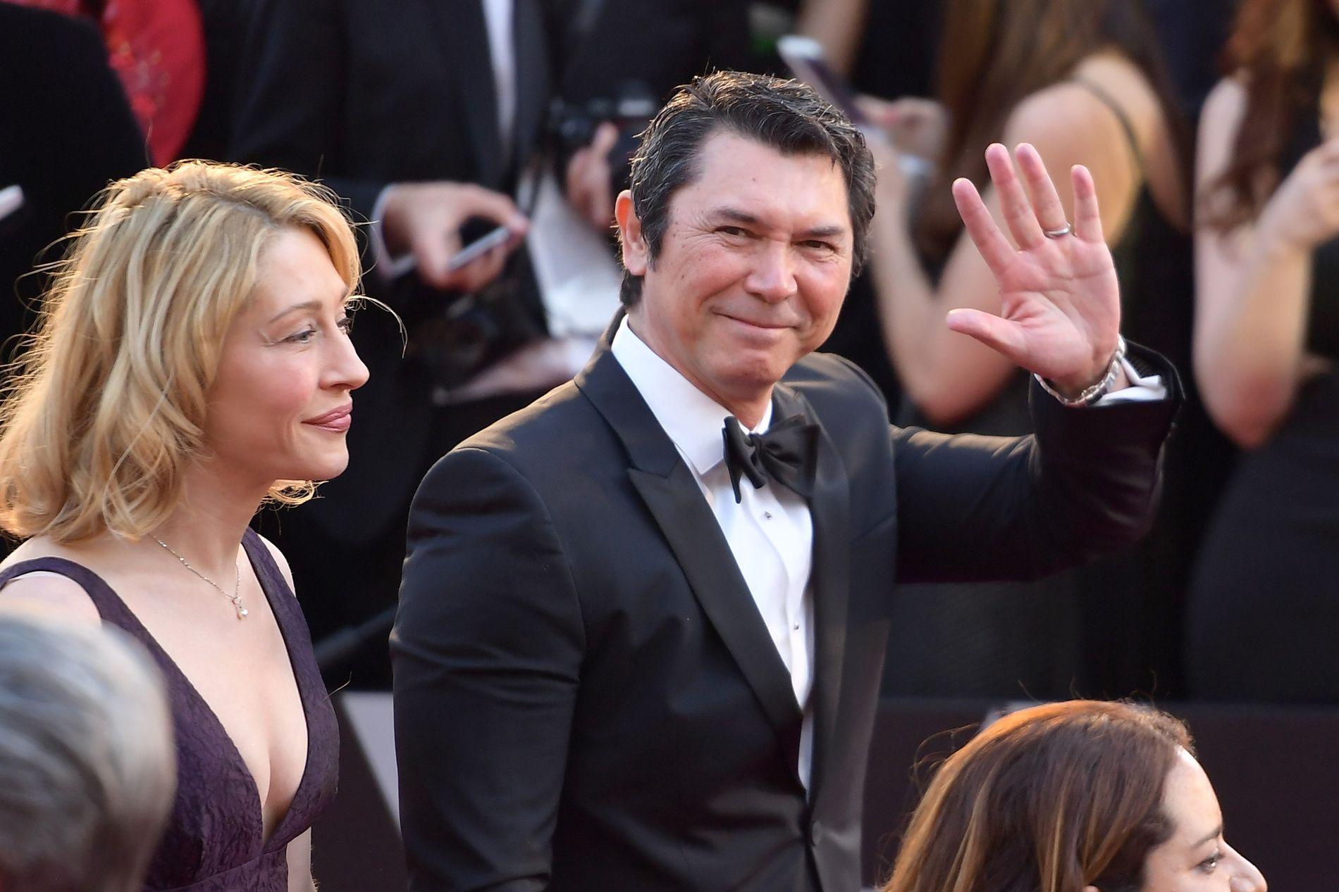 RØD LØPER: Lou Diamon Phillips og kona Yvonne Boismier Phillips på Oscar-utdelingen 4. mars.