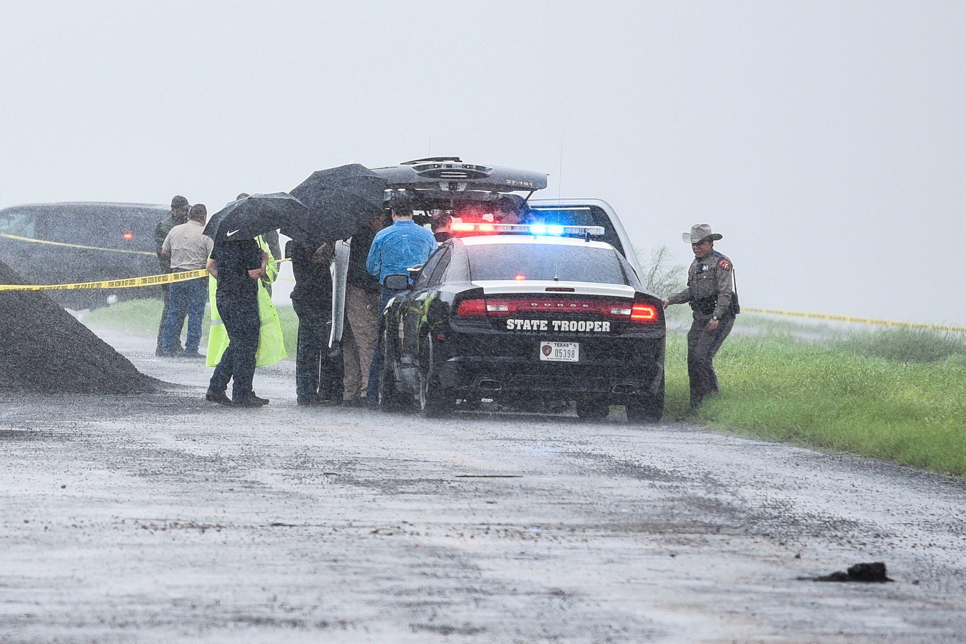 PÅGREPET: Politi ved åstedet der en kvinne ble funnet drept i Laredo i Texas.