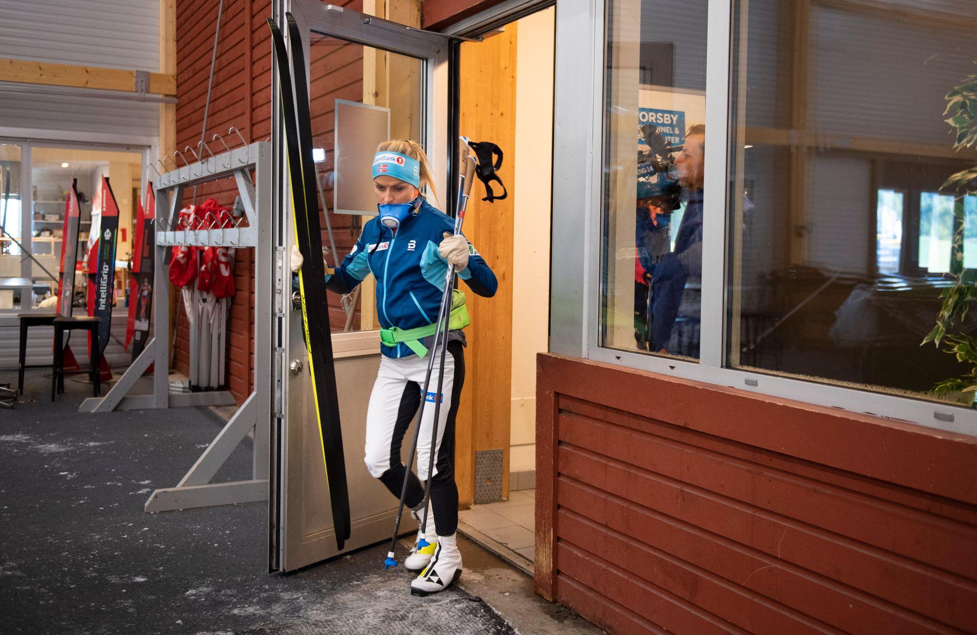 UT AV TUNELLEN: Therese Johaug under landslagets økt i skitunellen i Torsby denne uken.