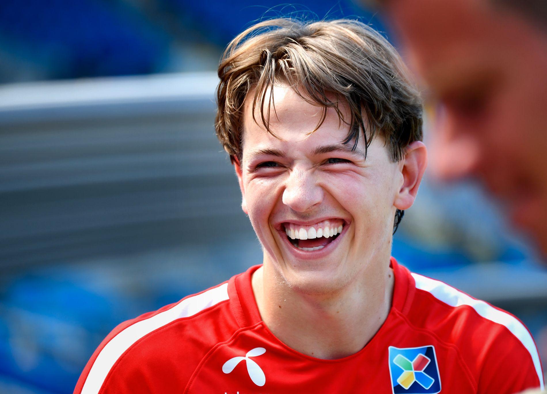 IMPONERER: Sander Berge, her under trening med landslaget, kan glise etter gode prestasjoner mot Island.