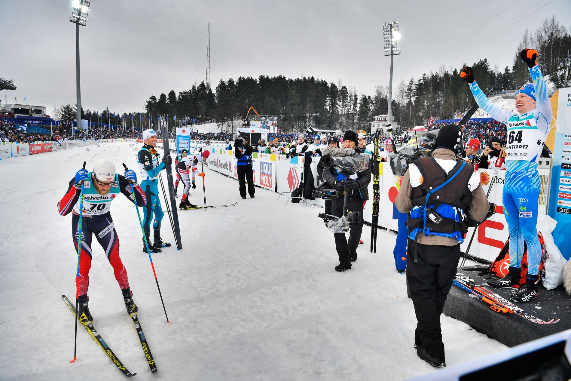 KNUST AV FINNEN: Martin Johnsrud Sundby gikk inn til VM-sølv, men måtte se seg slutt av Iivo Niskanen.
