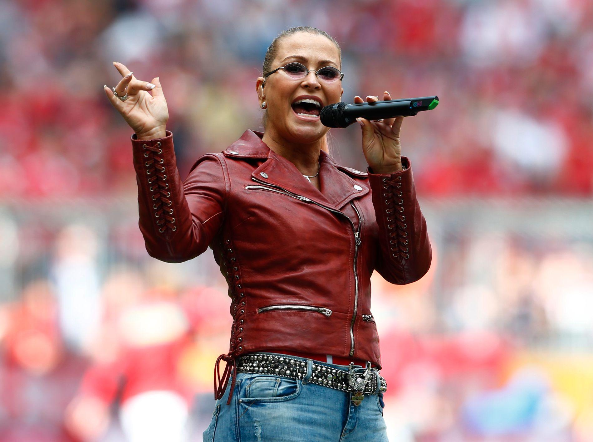 POPVETERAN: Anastacia, her som pauseaurtist under en fotballkamp i Tyskland i fjor.
