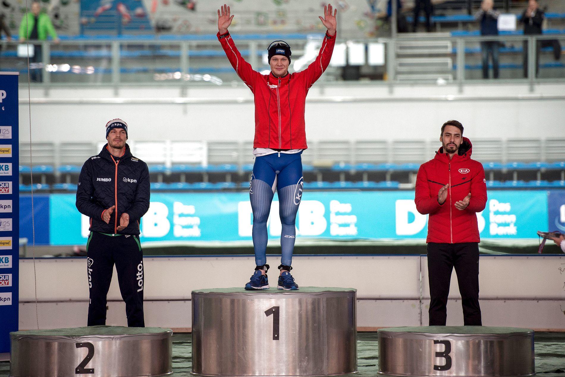 RASKEST AV ALLE: Ingen klarer å hamle opp med Håvard Lorentzen for tiden. På 500-meteren i Stavanger kom Hein Otterspeer på 2. plass, mens Artur Was ble nummer tre. Foto: NTB scanpix