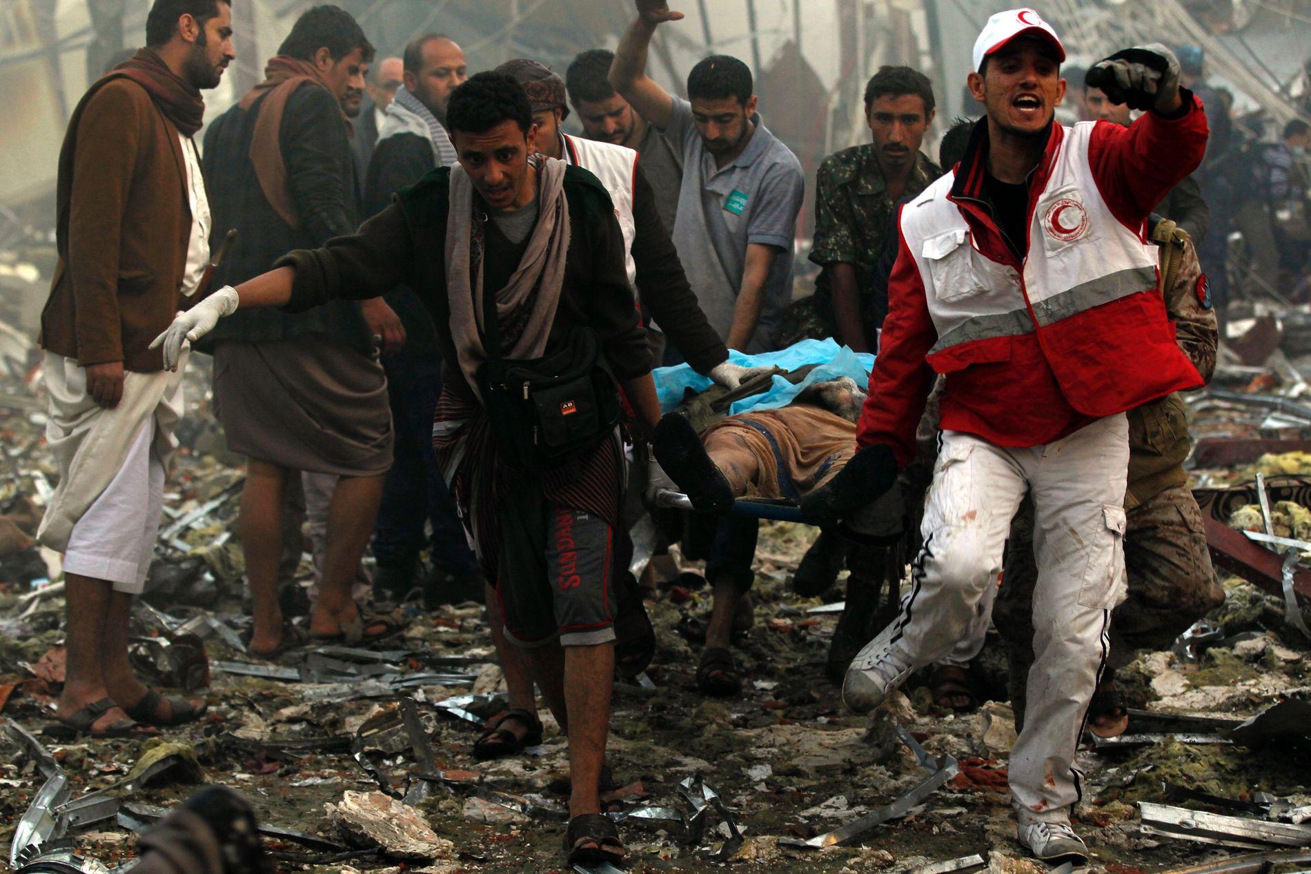 ANGREP MOT BEGRAVELSE: 155 døde da angrepsfly angrep en begravelse i Sanaa i 2016. Restene av en Raytheon bombe skal ha blitt funnet i ruinene.