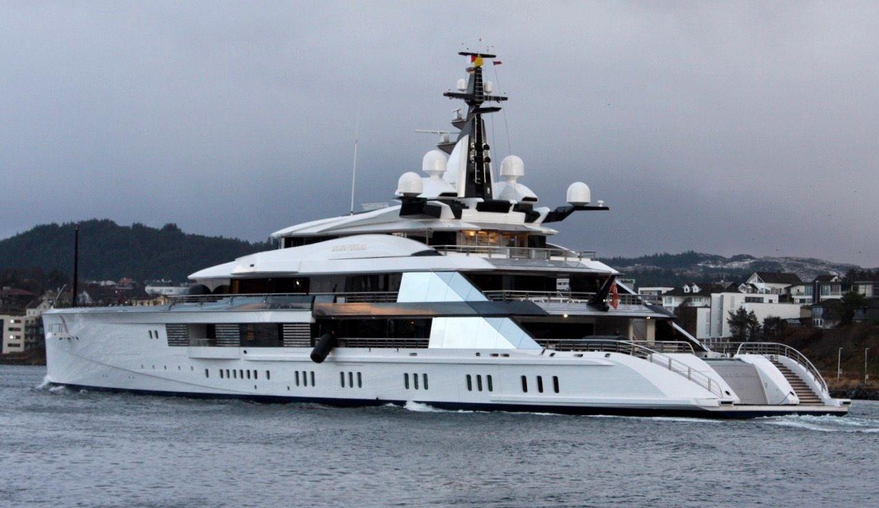 Her er luksusyachten «Bravo Eugenia» på besøk i Karmsundet