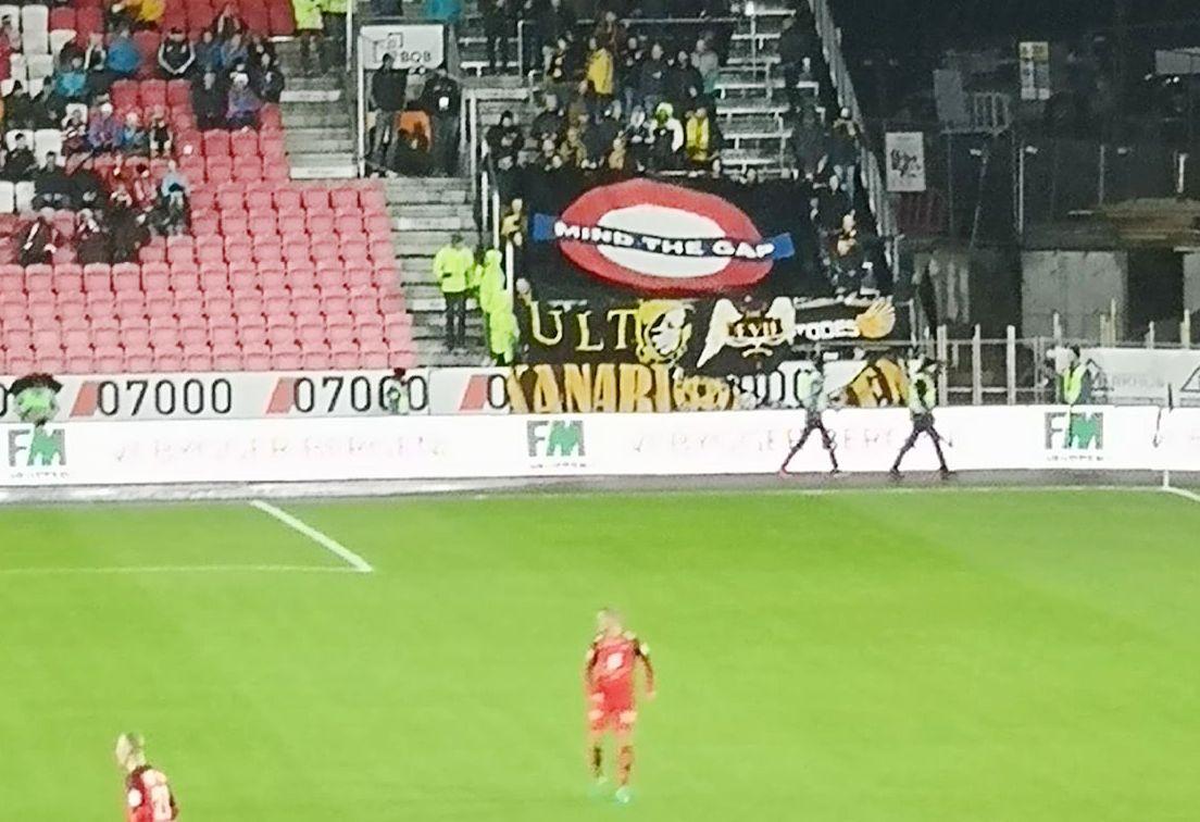 BANNER-SKANDALE: Det er dette banneret LSK-supportere hadde meg seg til Bergen som er blitt tatt sterk avstand fra nå.