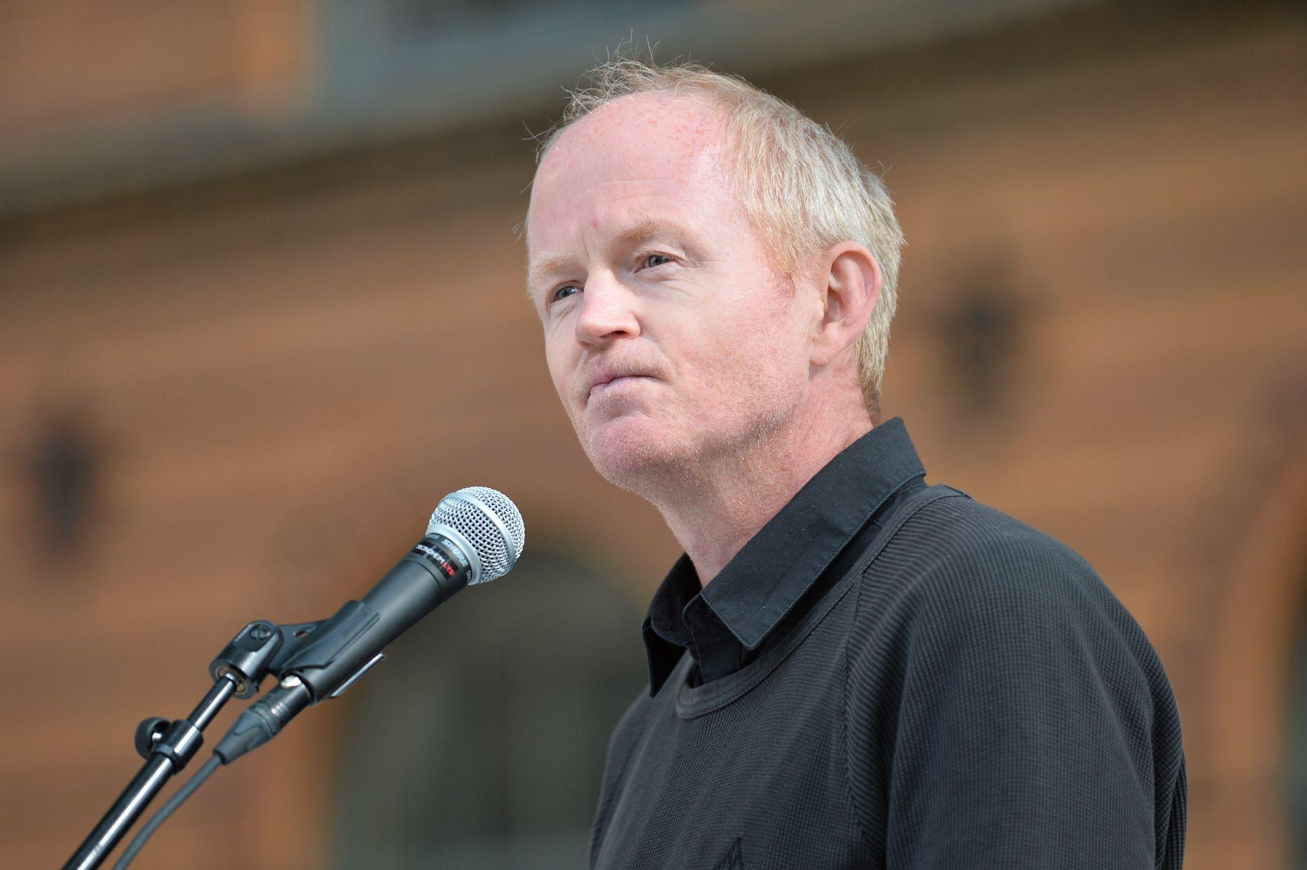 STORTINGSPOLITIKER: SV-politikeren Lars Haltbrekken var på scenen under støttemarkeringen.