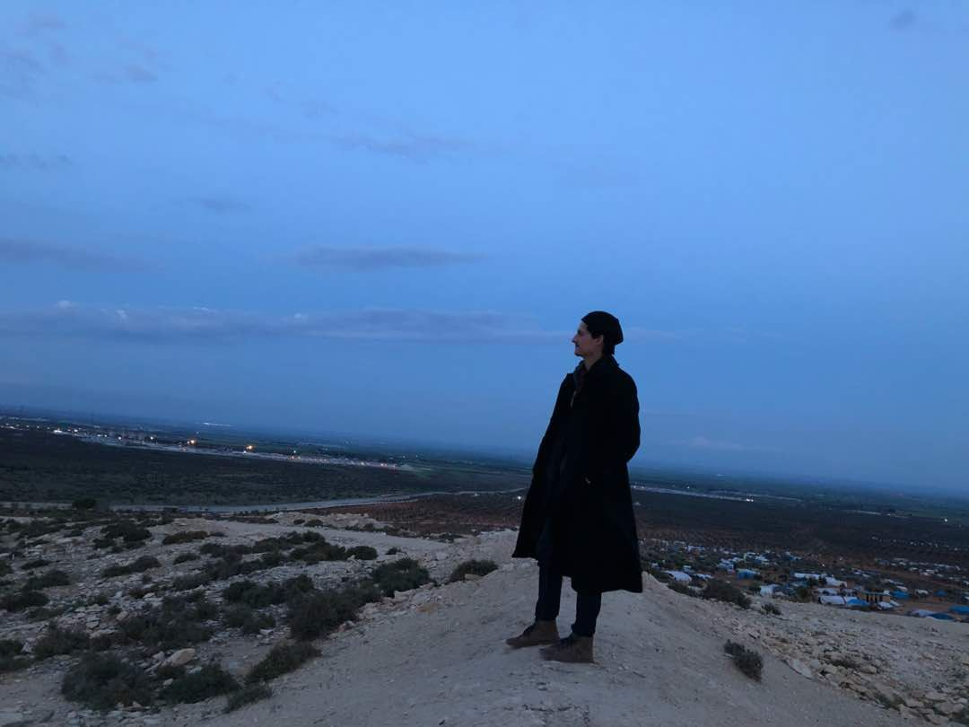 FLYKTET: Firas Abdullah har nå forlatt Douma. Her er han fotografert på grensen til Tyrkia tidligere i uka.